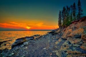 Yellowstone-Lake-During-Sunset-at-Yellowstone-National-Park.